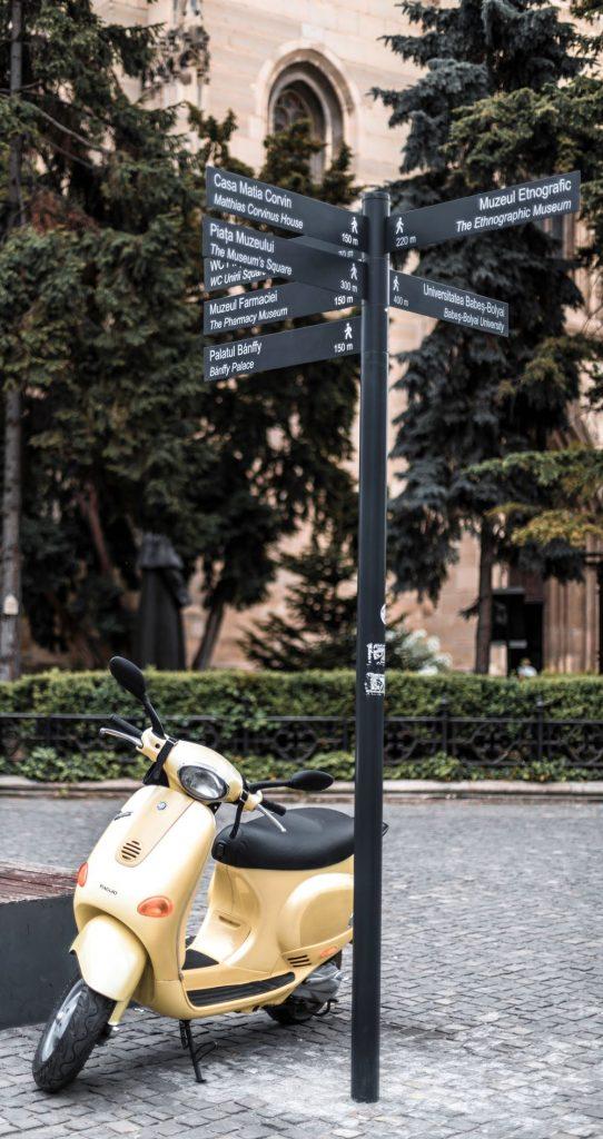 Cateva locuri musai de vizitat in Cluj…pe Vespa