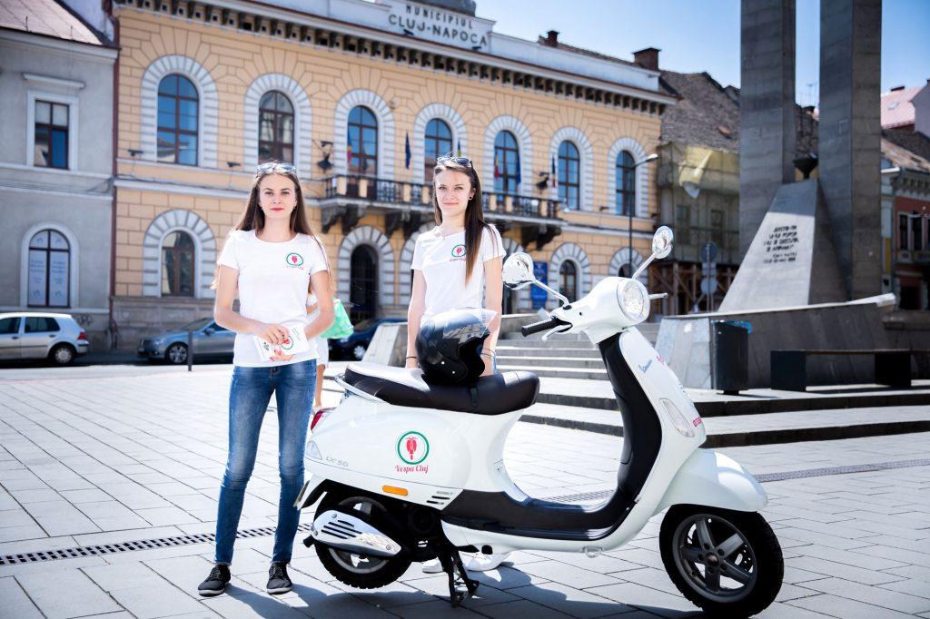 Turism pe două roţi la Cluj, cu simbolul stilului de viaţă italian